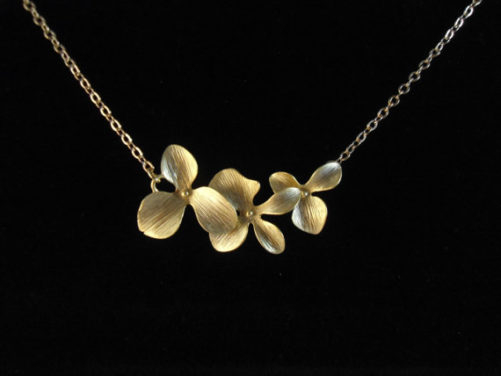 collier orchidée