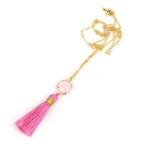 collier pompon rose