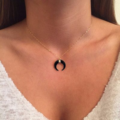 collier corne lune noir