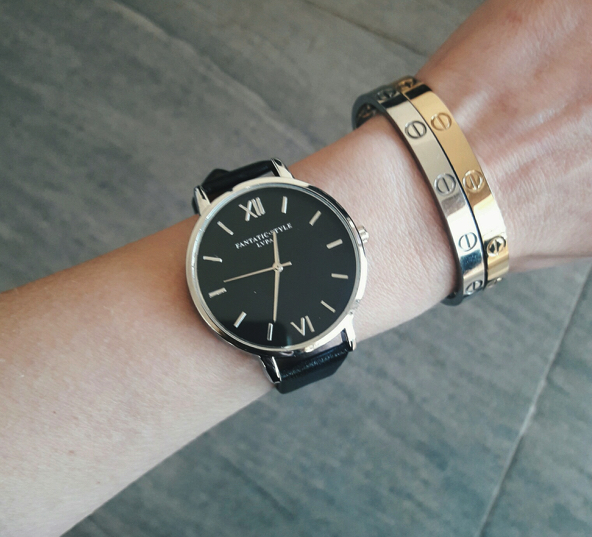 Montre minimaliste noir the trendy store for Mouvement minimaliste