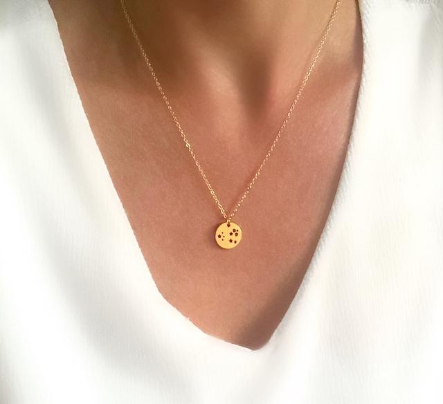 collier medaille etoiles cadeau